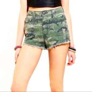BDG Urban Outfitters Camo Dree High Rise Shorts 28